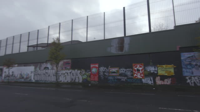 vidéos et rushes de belfast graffiti walls - mur