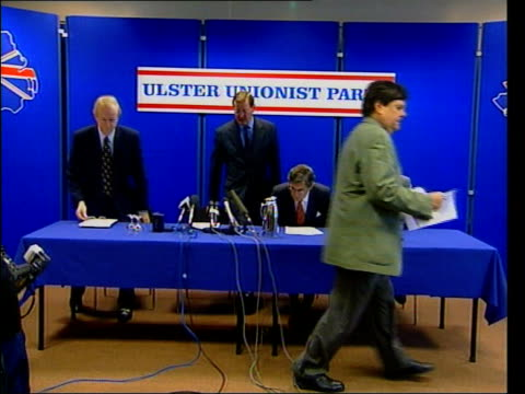 stockvideo's en b-roll-footage met belfast int ms david trimble mp and other ulster unionists taking seats at press conference david trimble mp press conference sot we think there is... - david trimble