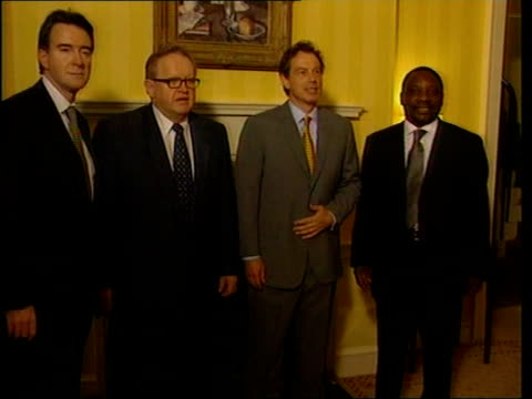 stockvideo's en b-roll-footage met belfast int prime minister tony blair mp with peter mandelson mp greeting nominated arms inspectors cyril ramaphosa and martti ahtissari blair posing... - peter mandelson