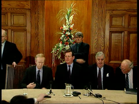 stockvideo's en b-roll-footage met belfast int side gv david trimble mla sitting for press conference with other unionists david trimble mla speaking at press conference sot de... - david trimble