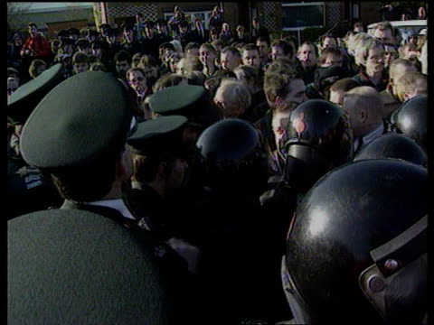 stockvideo's en b-roll-footage met ireland belfast lms men carrying coffin of former inla chief of staff gino gallagher up steps zoom in ms men wearing masks and berets around coffin... - irish national liberation army