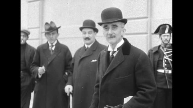 VS Belgian statesman Paul Hymans second president of the League of Nations outside the League's first session in Geneva / Prime Minster Ignacy Jan...