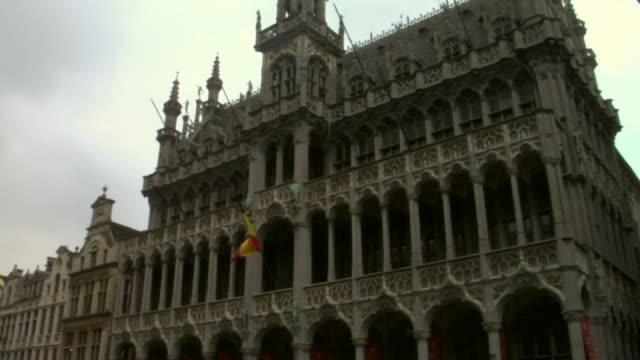 la, td, ms, belgium, brussels, grand place - circa 15th century stock videos & royalty-free footage