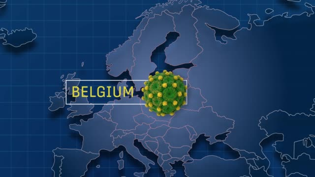 il belgio è puntato nella mappa del mondo mentre ingrandisci il badge di animazione coronavirus in risoluzione 4k - belgio video stock e b–roll