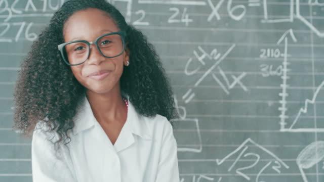 glauben sie an alles, was sie sein können - trigonometrie stock-videos und b-roll-filmmaterial