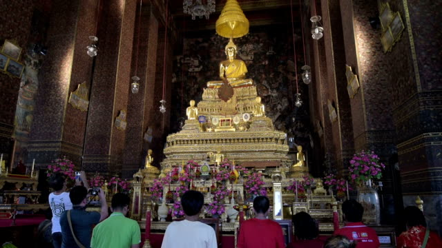 believers pray in wat pho temple - male likeness stock videos & royalty-free footage