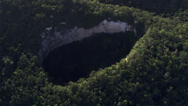 Belize: Black Hole Drop