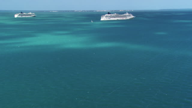 Belize: Cruise ship off the coast of Belize