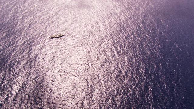 Belize: Sailboat Tara off the coast of Belize