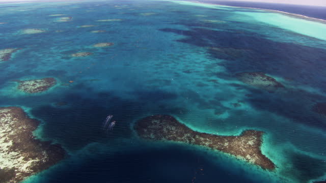 Belize: The Great Blue Hole with inflatable boats