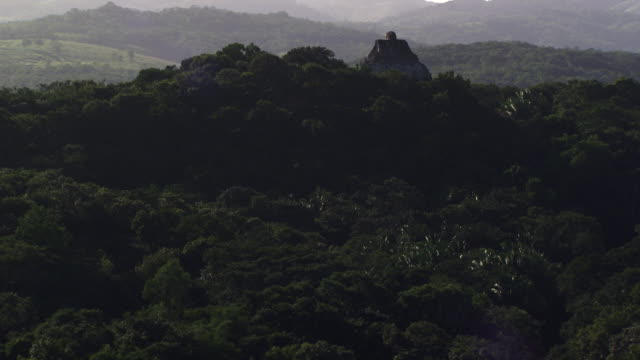 belize:  xunantunich maya temple - lateinamerika stock-videos und b-roll-filmmaterial