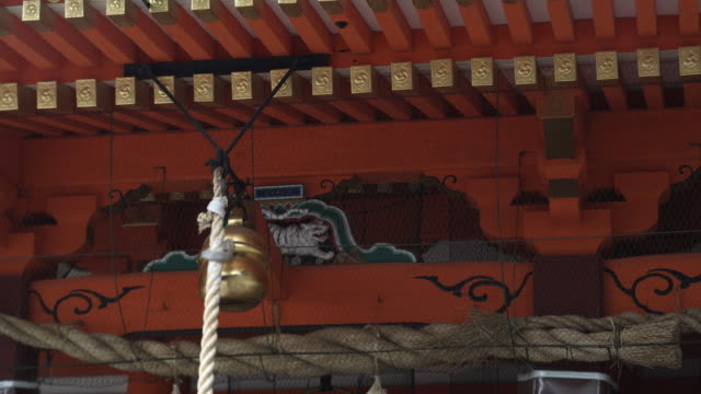 cu bell at yasaka shrine, gion, kyoto, japan - gion stock videos and b-roll footage