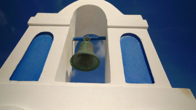 vídeos de stock, filmes e b-roll de bell of a greek church in oia, thira, santorini, greece - oia santorini