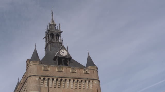 stockvideo's en b-roll-footage met bell tower of capitole - town hall