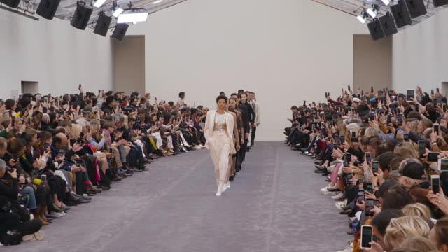 bella hadid at milan fashion week a/w 2019/20 - roberto cavalli on february 23, 2019 in milan, italy. - roberto cavalli designer label stock videos & royalty-free footage