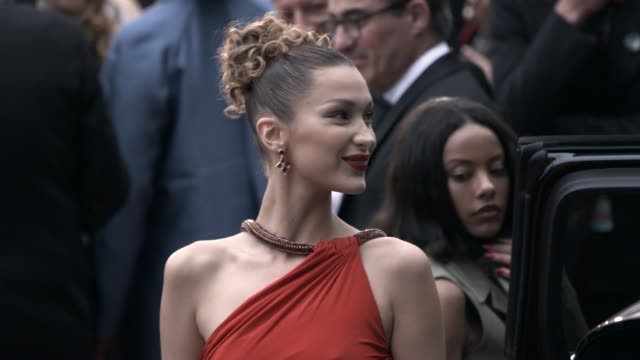 bella hadid at 'pain & glory ' red carpet arrivals - the 72nd cannes film festival on may 17, 2019 in cannes, france. - カンヌ映画祭点の映像素材/bロール