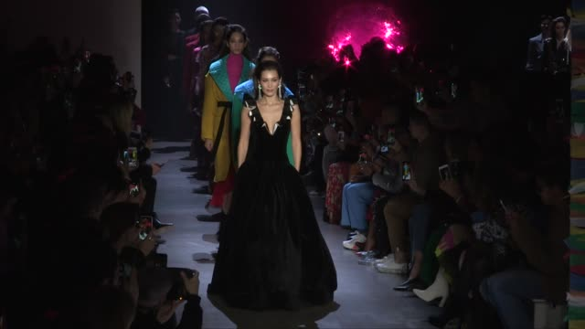 bella hadid grace elizabeth candice swanepoel taylor hill ashley graham winnie harlow her fellow models and designer on the runway for the prabal... - grace elizabeth stock videos & royalty-free footage