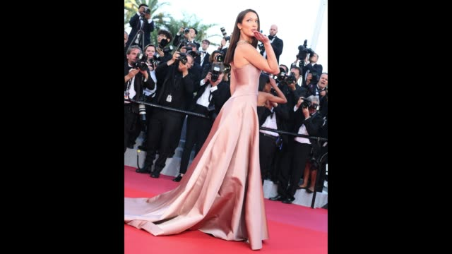bella hadid pose for photographers at the 'ash is the purest white ' red carpet during the 71st cannes film festivalon may 8, 2018 in cannes, france. - 第71回カンヌ国際映画祭点の映像素材/bロール