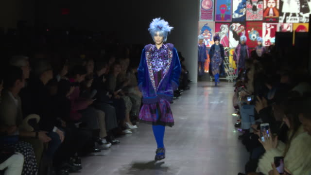 bella hadid walks the runway at anna sui runway february 2019 new york fashion week the shows at gallery i at spring studios on february 11 2019 in... - new york fashion week stock videos & royalty-free footage