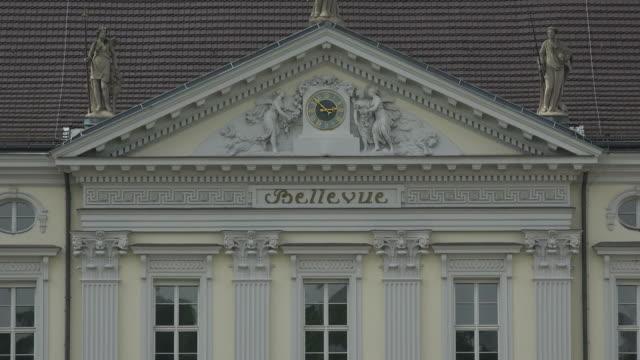 bellevue palace, berlin-tiergarten, berlin, germany - frontgiebel stock-videos und b-roll-filmmaterial