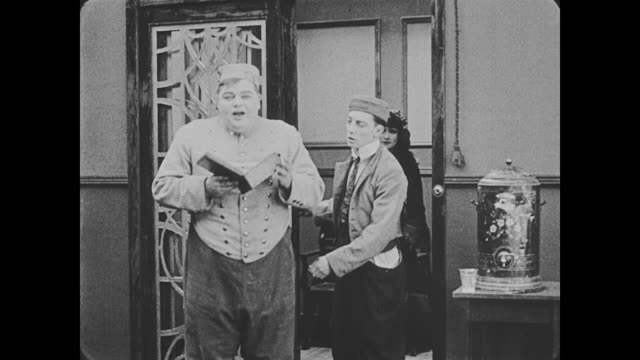 vidéos et rushes de 1918 bellmen (fatty arbuckle and buster keaton) fight over miss cutie cuticle (alice lake) as they walk her to the elevator that is powered by a trotting horse outside - nez