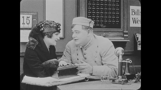 """vidéos et rushes de 1918 bellmen (buster keaton and fatty arbuckle) ignore other customers so they can devote all of their attention to a woman (alice lake) in a fancy whose business card that reads """"miss cutie cuticle, manicure"""" - 1918"""