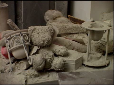 vídeos y material grabado en eventos de stock de belongings in liberty st. apartment near ground zero covered with dust & debris - vase on chest of drawers, teddy bears after wtc terrorist attacks... - 2001