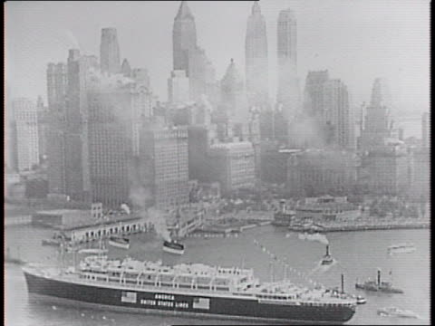 vidéos et rushes de below the america's decks, a tiled swimming bath and horse-shaped floating toy / a lounge with mural of christopher columbus's voyage / aerial shot... - 1940