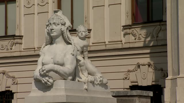 belvedere palace in vienna - statue in front of palace - booby stock videos & royalty-free footage