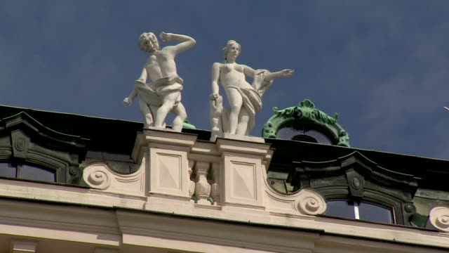 belvedere palace in vienna - statues - belvedere palace vienna stock videos & royalty-free footage