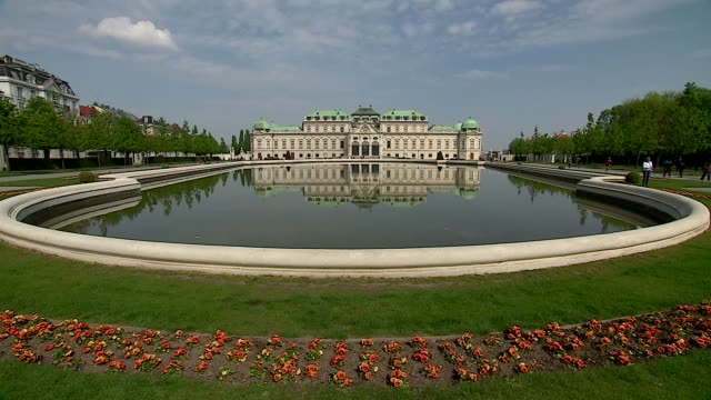 belvedere palace in vienna - belvedere palace vienna stock videos & royalty-free footage