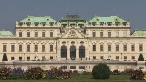 vidéos et rushes de ms, zo, ws, belvedere palace, vienna, austria - palais du belvédère vienne