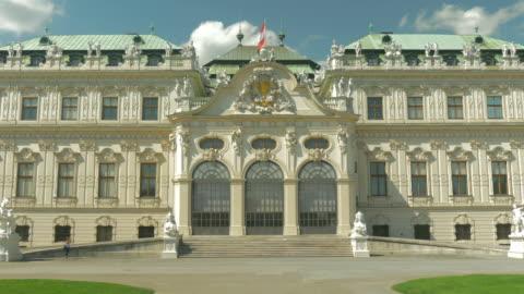 vidéos et rushes de belvedere palace.medium shot.zoom in. - palais du belvédère vienne