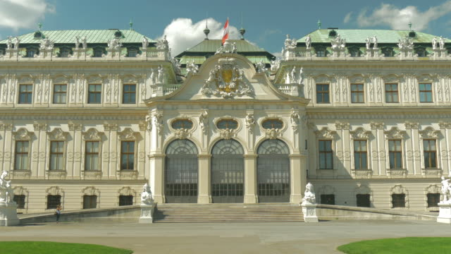 belvedere palace.medium shot.zoom in. - belvedere palace vienna stock videos & royalty-free footage