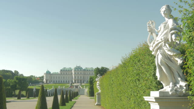 belvedere park with statue zoom out. - palace stock-videos und b-roll-filmmaterial