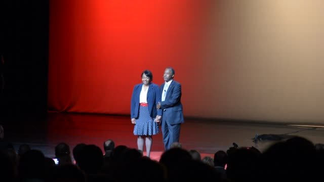 ben and candy carson take the stage introduce family and make the formal announcement that he's running for president - us präsidentschaftswahl stock-videos und b-roll-filmmaterial