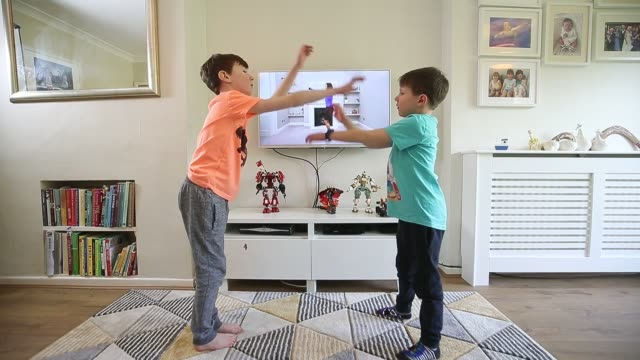 ben and isaac rickett in cheshire follow pe with joe wicks a fitness workout by joe wicks that is aimed at children that are being home schooled due... - exercising stock videos & royalty-free footage