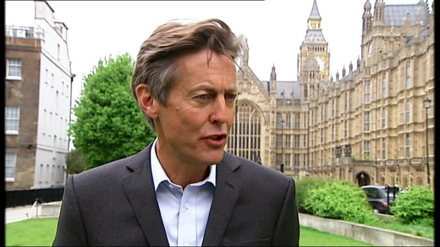 ben bradshaw mp interview sot - the message the voters sent was they want political parties to work together in the interests of the country /... - big ben点の映像素材/bロール