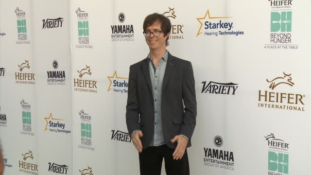 """ben folds - heifer international hosts 3rd annual beyond hunger: """"a place at the table"""" gala at montage beverly hills on august 22, 2014 in beverly... - モンタージュ・ビバリーヒルズ点の映像素材/bロール"""