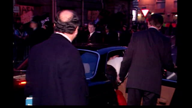 stockvideo's en b-roll-footage met benazir bhutto assassination: british muslims' reaction; lib england: yorkshire: bradford: ext/night **flash photography** benazir bhutto out of car... - adn