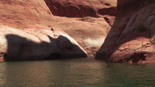a bend in the canyon diverts some water into a small cove. - black canyon stock videos & royalty-free footage