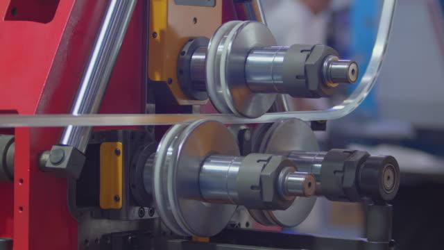 vídeos de stock e filmes b-roll de bending machine. - curvar se