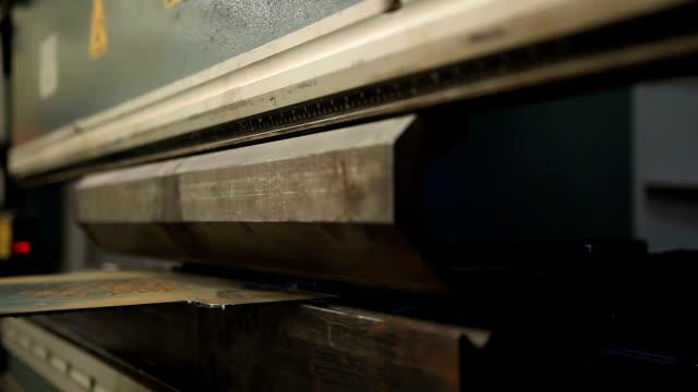 曲げ加工 - sheet metal点の映像素材/bロール