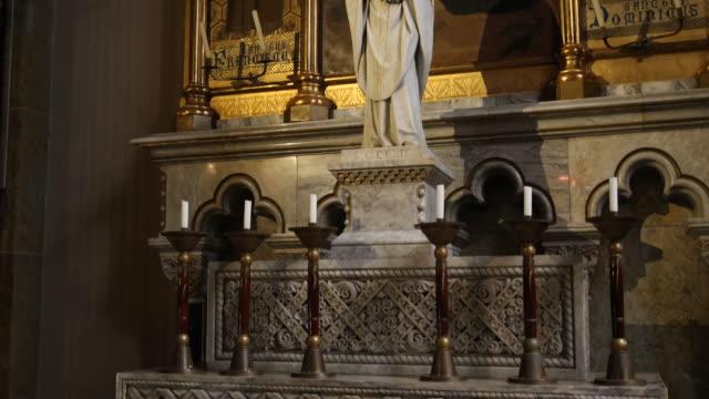 stockvideo's en b-roll-footage met benedictine abbey santa maria de montserrat in spain - altaar