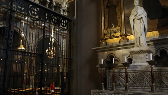 vídeos de stock e filmes b-roll de benedictine abbey santa maria de montserrat in spain - antiguidades