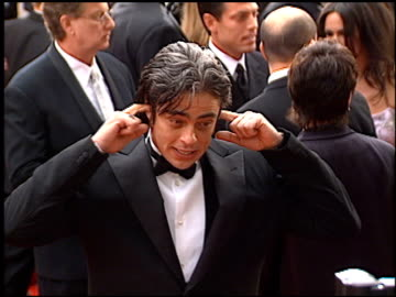 benicio del toro at the 2001 golden globe awards at the beverly hilton in beverly hills, california on january 21, 2001. - golden globe awards stock videos & royalty-free footage