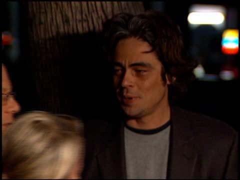 benicio del toro at the 'i am sam' premiere at academy of motion picture arts sciences in beverly hills california on december 3 2001 - 映画芸術科学協会点の映像素材/bロール