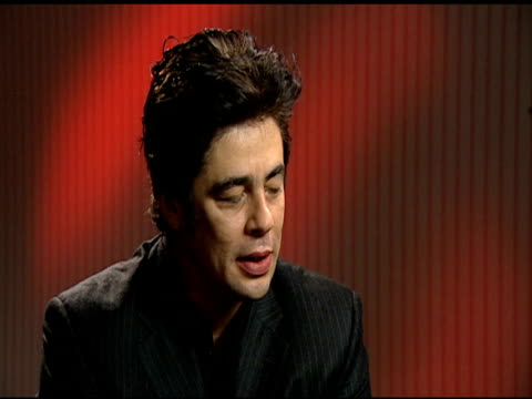 benicio del toro on what he would talk to che guevara about if he could at the 'che' interview with benicio del toro at london - che guevara stock videos & royalty-free footage