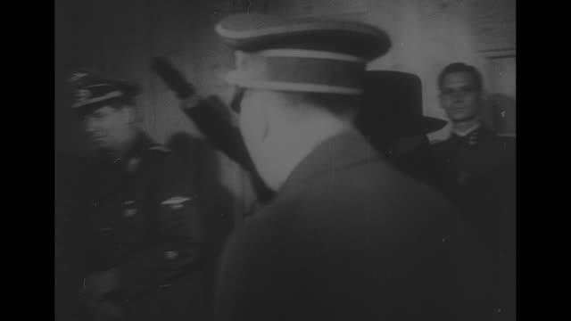 vs benito mussolini and adolf hitler enter a room mussolini dons a black fedora the men pass the camera mussolini enters waiting car mussolini shakes... - ベニート ムッソリーニ点の映像素材/bロール