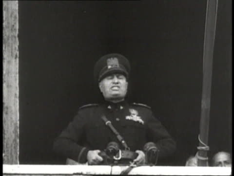 benito mussolini stands on a balcony, shouting to a crowd. - benito mussolini stock videos & royalty-free footage